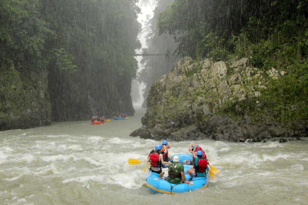 rafting, actividades que hacer en Costa Rica