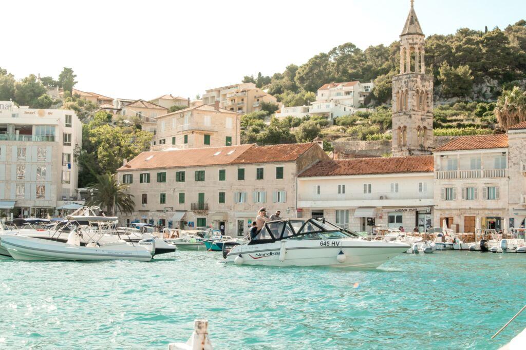 Hvar es uno de los pueblos más bonitos de Croacia que está cerca de Split