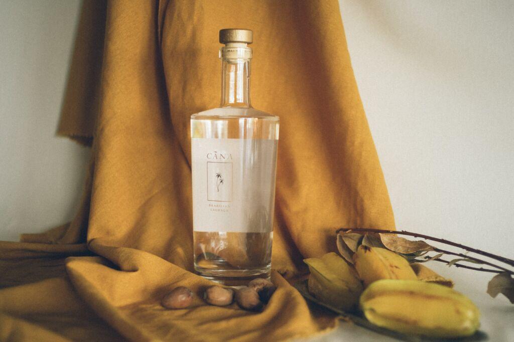 cachaça, un alcohol típico del mundo que se produce en Brasil