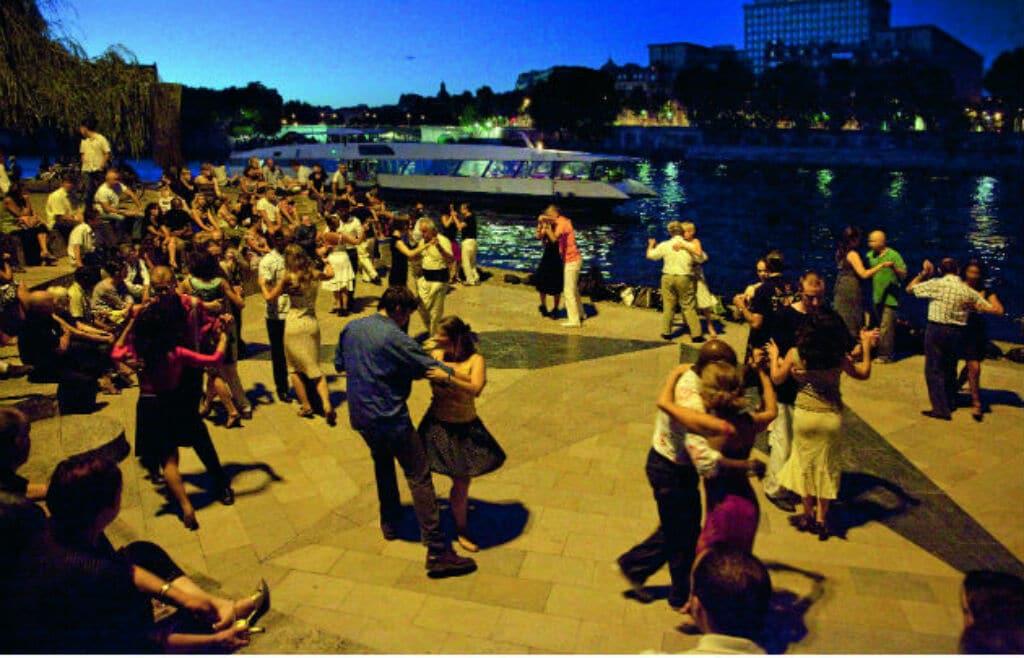 parque Tino Rossi en Paris donde se baila salsa
