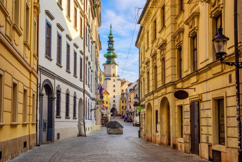 Bratislava escapadas para el puente pilar 2021