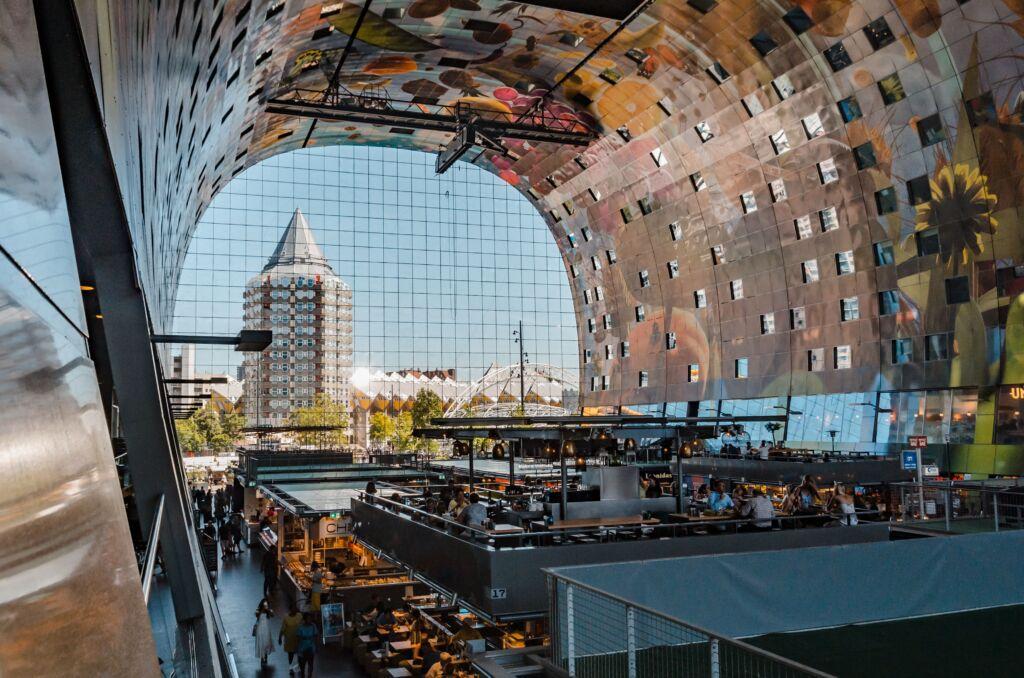 foodhallen en Rotterdam, modernidad y tradición